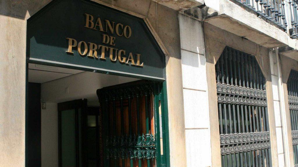 O processo para a abertura de conta em Portugal inclui ter o NIF, que é uma espécie de CPF do país.