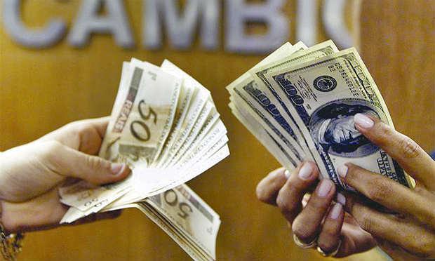 Acompanhar o câmbio é uma forma de conseguir comprar moedas estrangeiras com os melhores preços.
