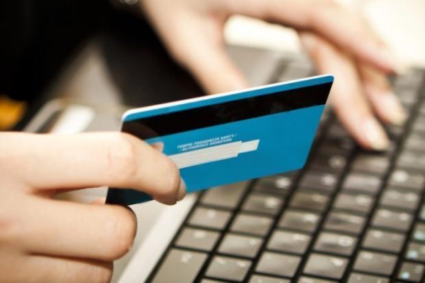O cartão pré-pago é uma das formas de enviar ou receber dinheiro no exterior. O saldo pode ser usado tanto para compras quanto para saques.