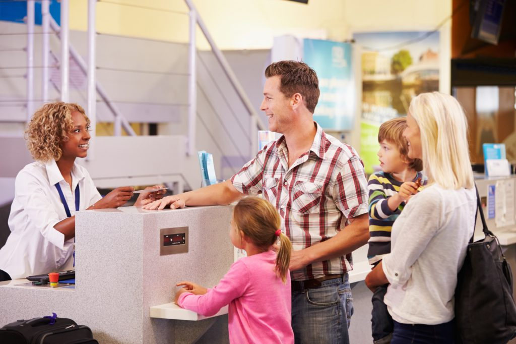 O formulário padrão de autorização de viagem internacional deve ser apresentado quando a criança ou adolescente for viajar ao exterior com apenas um dos pais, com terceiros ou sozinha.