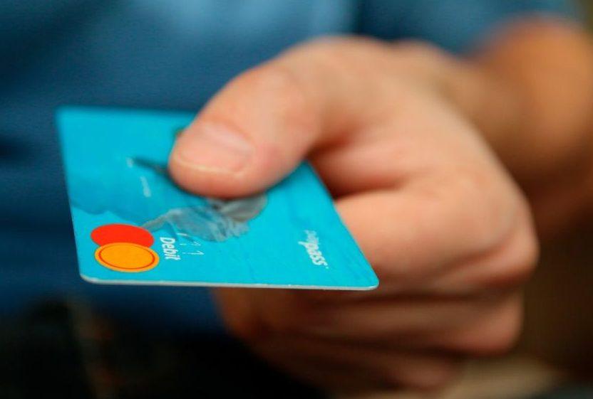 Ter uma conta no exterior é uma maneira de economizar em transações bancárias enquanto estiver fora.