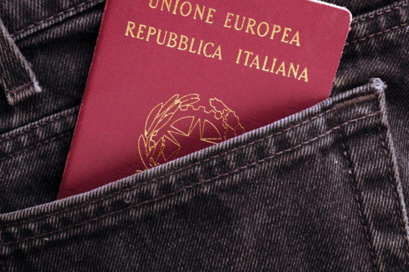 É necessária uma longa lista de documentos para conseguir o passaporte europeu.