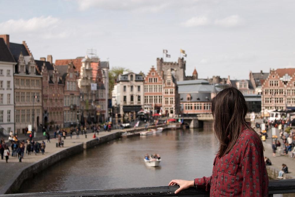 Com o passaporte europeu, você pode morar, estudar e trabalhar livremente e sem se preocupar com tempo de permanência em qualquer país da União Europeia.