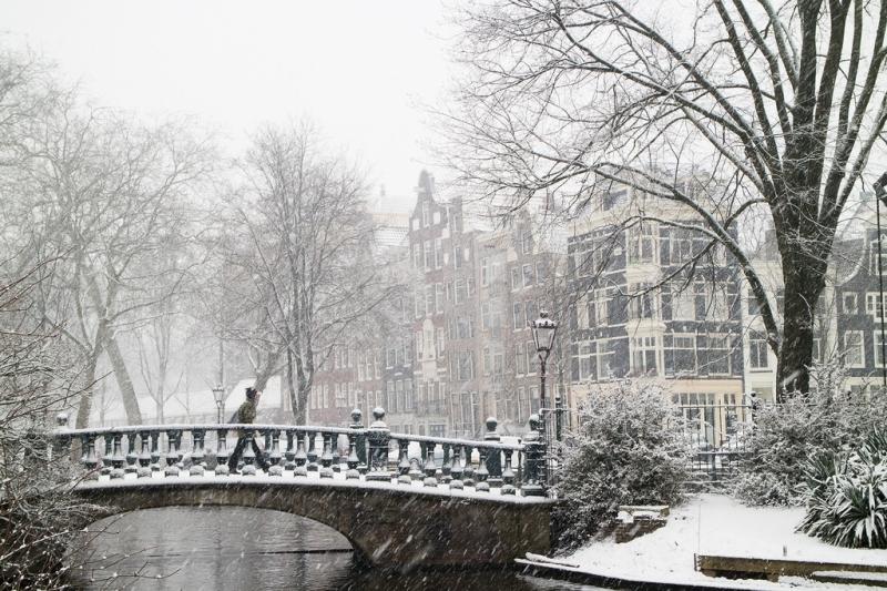 Saber como está o clima é essencial para arrumar sua mala. Lembrando que a Europa possui invernos rigorosos.