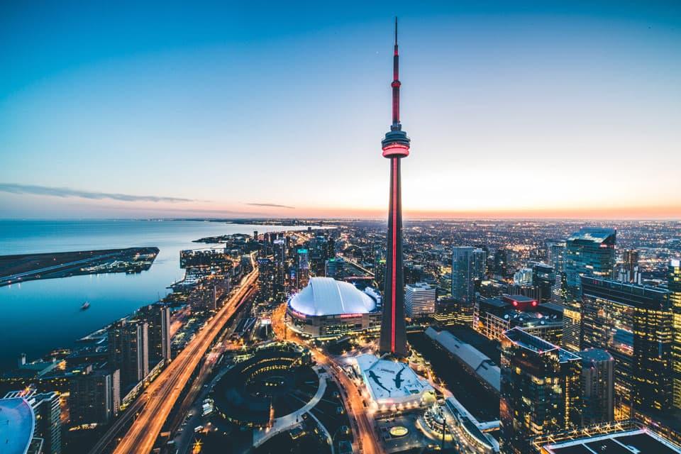 Toronto é uma das cidades mais escolhidas por quem deseja morar no Canadá.