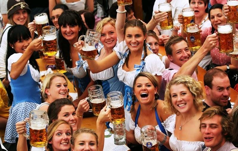 Munique segue celebrando anualmente a Oktoberfest com muita cerveja.