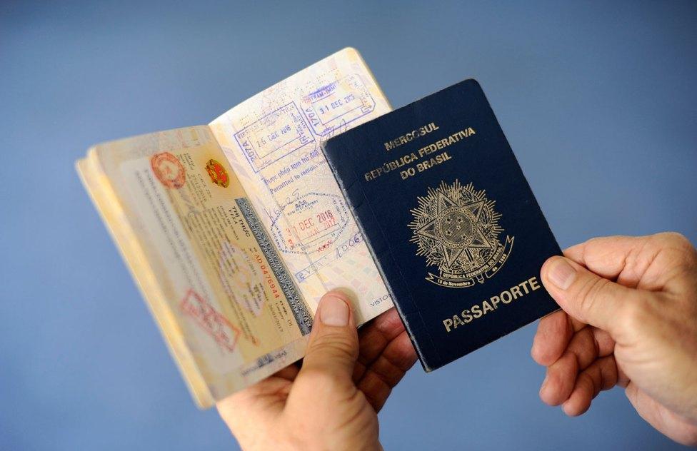 Antes de viajar à Europa verifique se o seu passaporte está com prazo de validade de pelo menos seis meses.