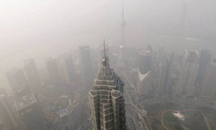 Por conta do desenvolvimento acelerado, a poluição na China é intensa.