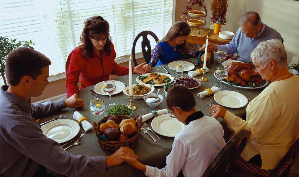 O Dia de Ação de Graças é considerado um dos mais importantes feriados nacionais dos Estados Unidos, sendo celebrado com ceias em família, onde as pessoas agradecem pelas coisas boas de suas vidas.
