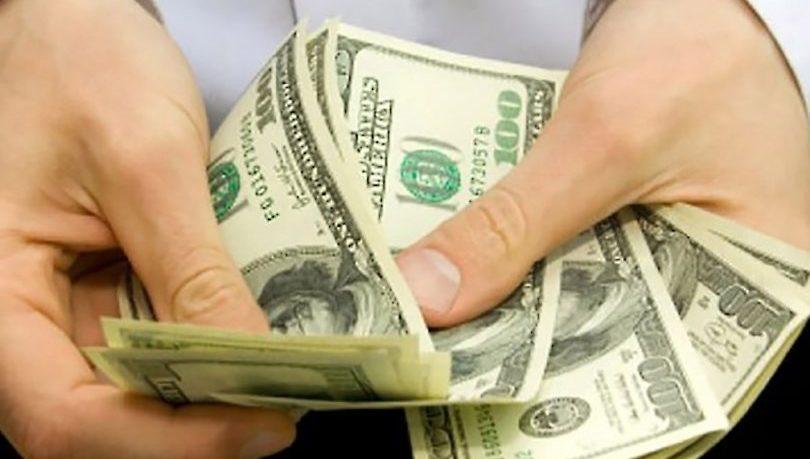 O salário nos EUA é pago de acordo com a quantidade de horas trabalhadas.