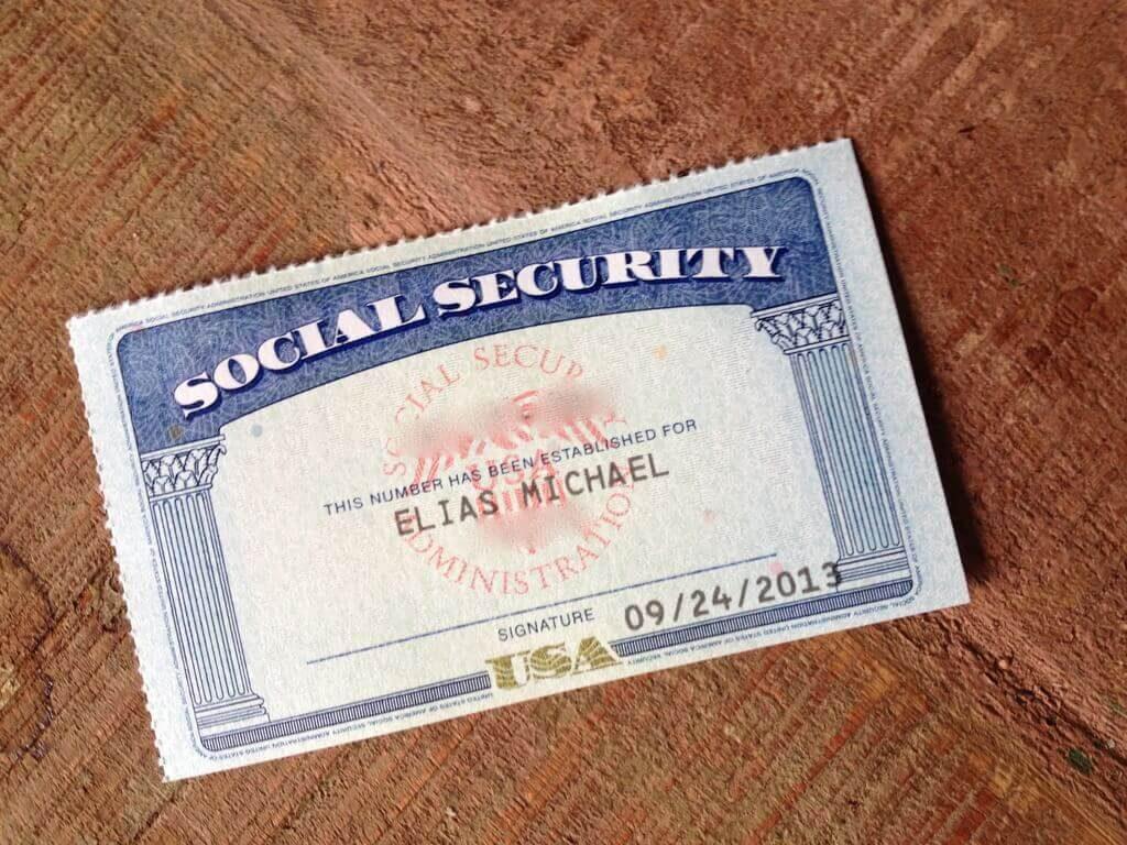 Para tirar o Social Security Number (SSN) é preciso ser cidadão, ter Green Card ou visto de trabalho norte-americano.
