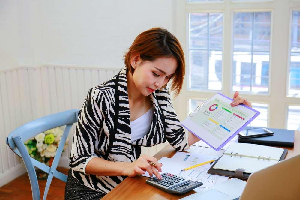 O perfil cauteloso e analítico de muitas mulheres é valorizado no mercado financeiro.