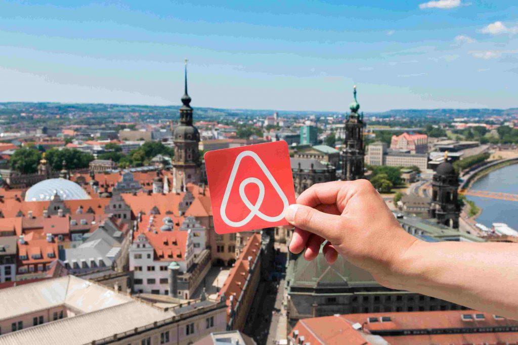 Com o AirBnB, hóspedes e anfitriões têm a oportunidade de conhecer novas pessoas e novas culturas!
