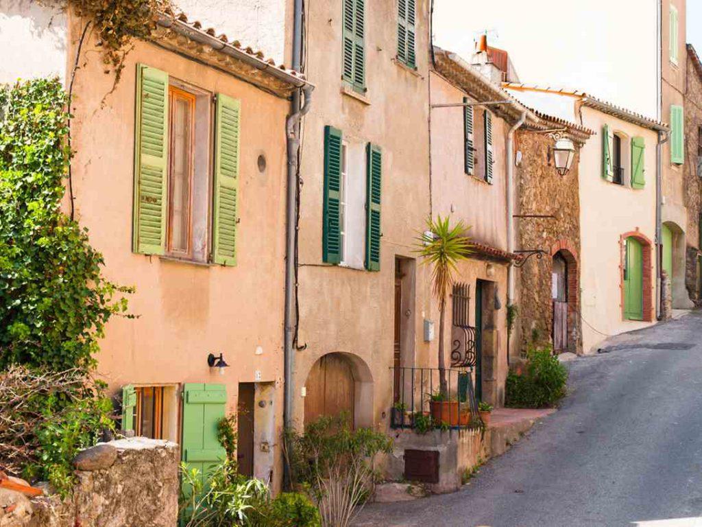Compre imóveis em Provence, na França.