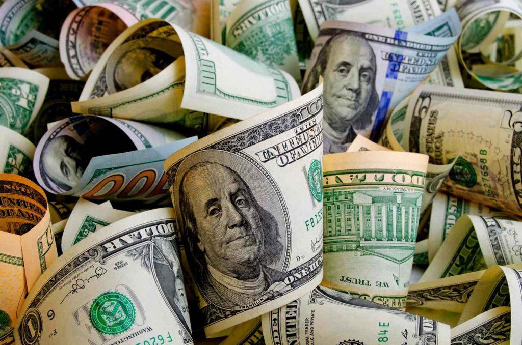 comparação moeda real (Brasil) e dólar (EUA)