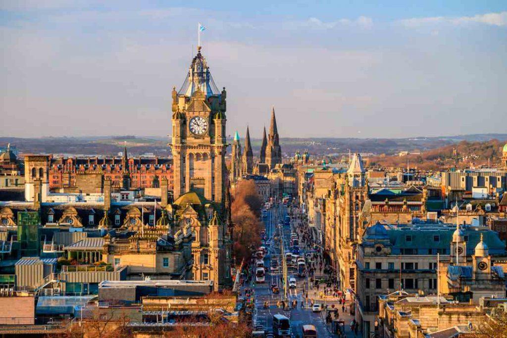 Invista no exterior com uma casa em Edimburgo, na Escócia.