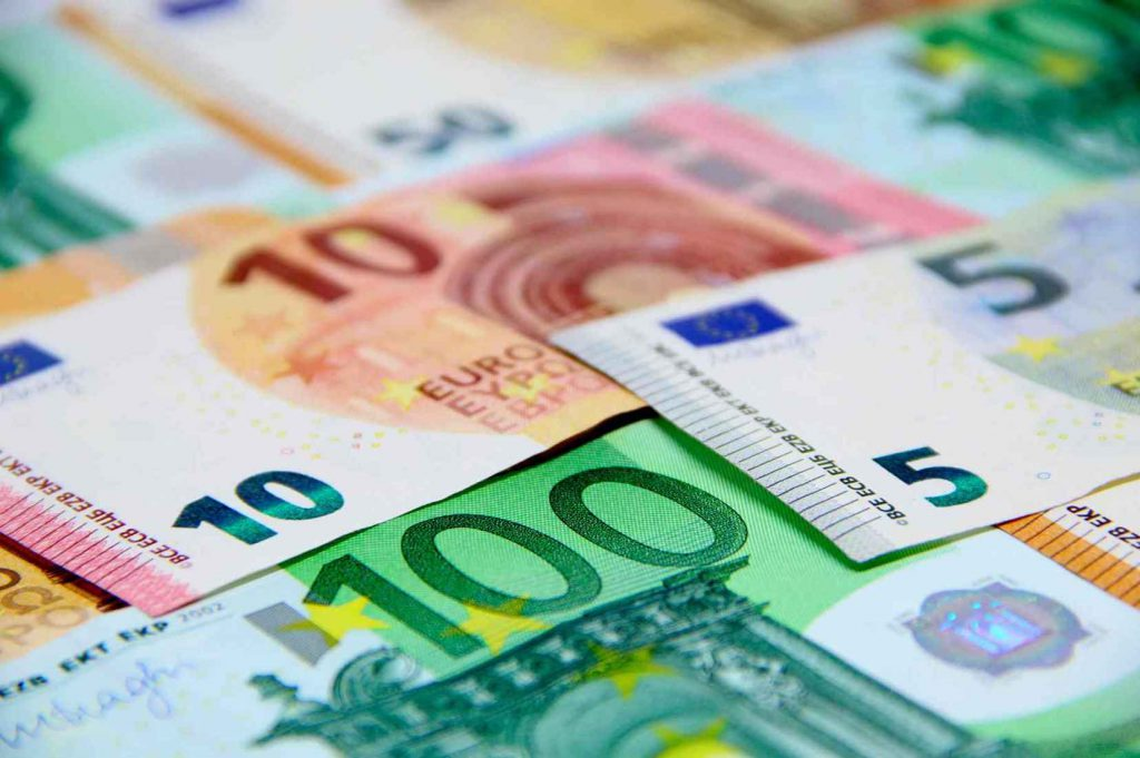comparação moeda real (Brasil) e euro (EU)