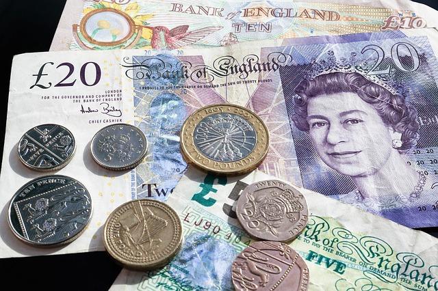 comparação moeda real (Brasil) e dólar (UK)