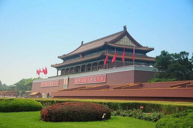 Entenda a guerra cambial entre EUA e China