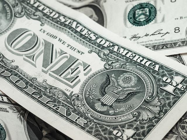 Por que há saída de dólares do mercado brasileiro?