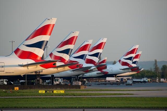 O aeroporto internacional de Heathrow, em Londres, é o maior aeroporto da Europa e o terceiro maior do mundo em movimento de passageiros