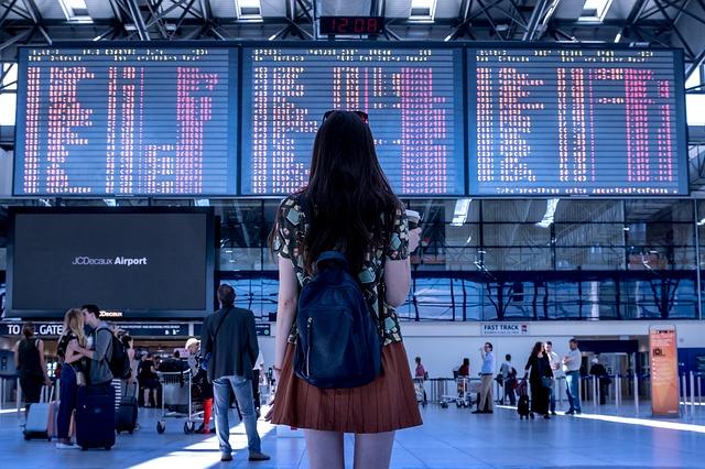 É possível comprar passagem aérea barata mesmo de última hora se você usar os sites certos.