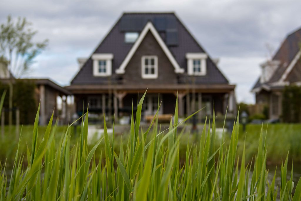 É possível realizar as transações para alugar um imóvel no exterior de maneira remota.