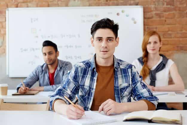 Para pessoas que querem mergulhar na cultura do país e aproveitar para adquirir conhecimentos, o Career College pode ser uma excelente opção.