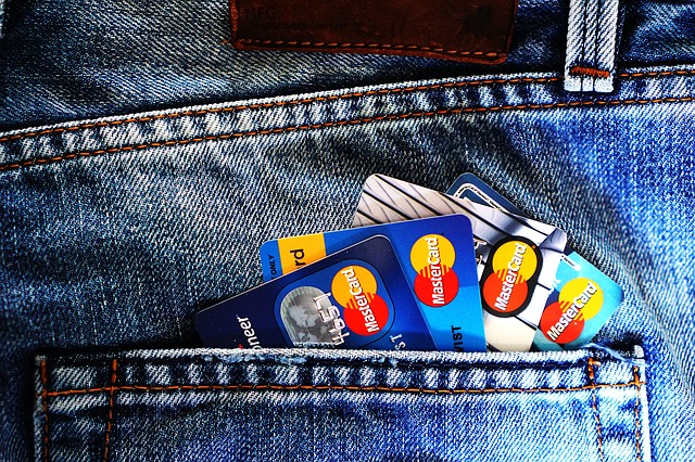 Ao cuidado com o rotativo do cartão de crédito deve-se somar o cuidado com a variação cambial no exterior