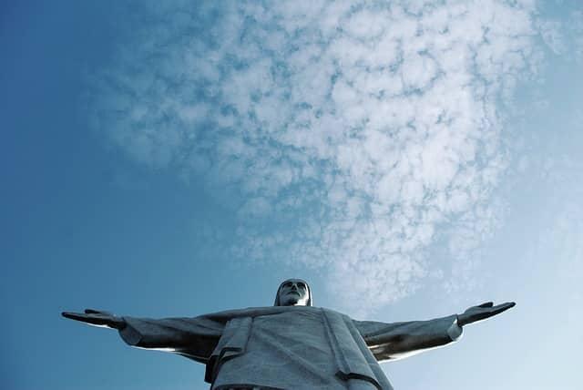 Cenário político-econômico brasileiro vive expectativa diante de novo governo.