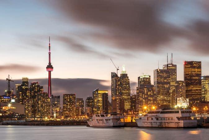 Saiba o que é necessário para trabalhar e estudar no Canadá