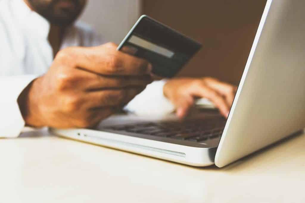ao antecipar o pagamento das faturas, o Nubank oferece um desconto de aproximadamente 4% ao ano