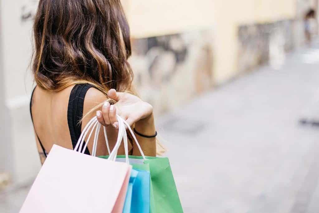 compras feitas em estabelecimentos estrangeiros podem levar até 7 dias para serem processadas