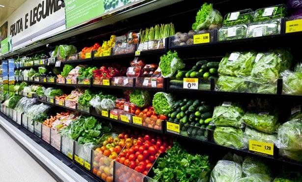 A melhor maneira de economizar com alimentação em Portugal é pesquisando muito as promoções da semana.