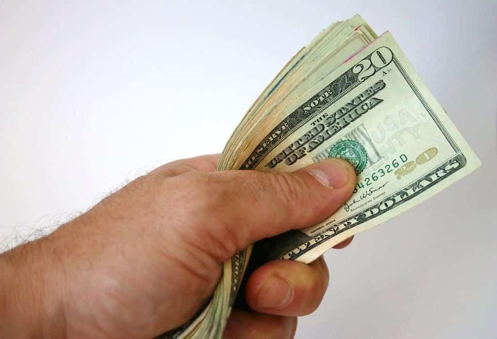 enviar dinheiro para o exterior com a Remessa Online é uma opção muito mais em conta para quem realiza compras online ou em viagens