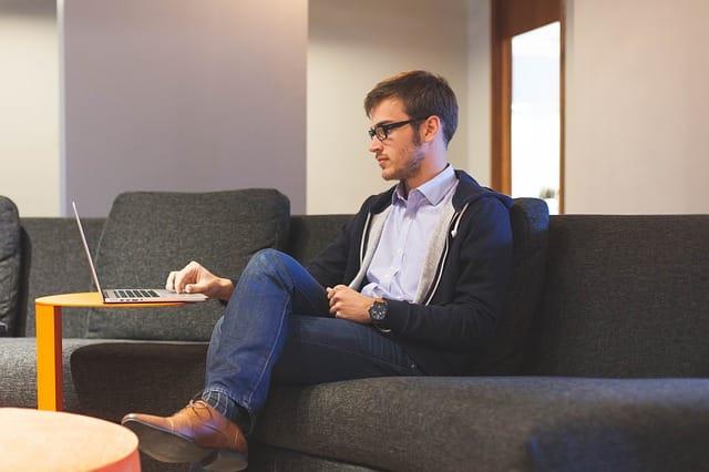 A maior preocupação de quem pretende ser freelancer de programaçãono exterior é conseguir clientes e, principalmente, estabilidade financeira