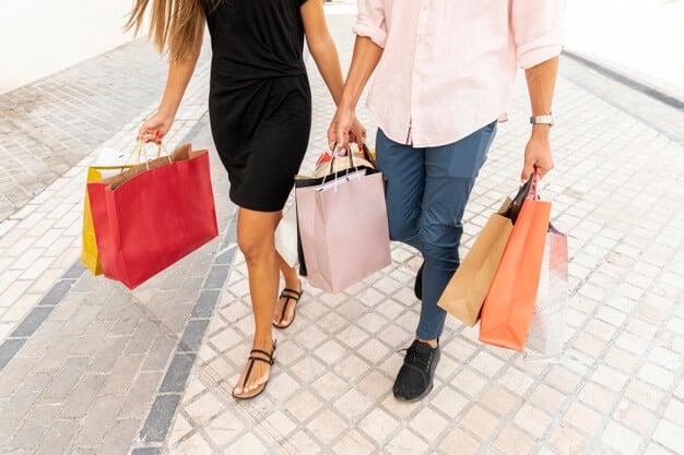 Vai viajar para fora do país? Então você precisa saber qual é o limite de compras no exterior e quais itens entram nele. Saiba tudo sobre neste post.