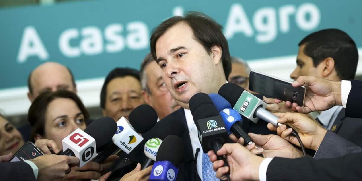 Rodrigo Maia sinaliza compromisso com a reforma administrativa, o que acalmou o câmbio. Crédito: Marcelo Camargo/Agência Brasil