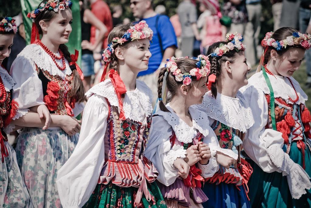 de acordo com a legislação polonesa, qualquer indivíduo que possua cidadania polonesa tem o mesmo direito que um Polonês que nasceu no país