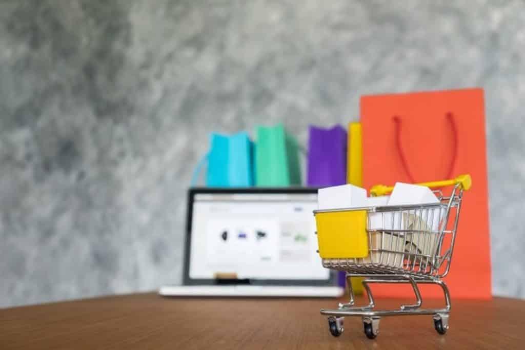 Saiba os cuidados que devem ser tomados ao fazer compra online no exterior, em sites como Amazon, Ebay, Aliexpress e Wish. Confira neste post!
