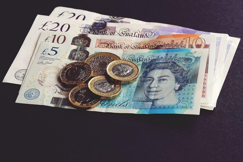 A Libra Esterlina é a moeda oficial dos países do Reino Unido.