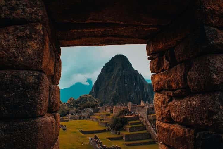 Destinos na América do Sul: Paisagem de rochas em centro histórico localizado em Cusco, no Peru.