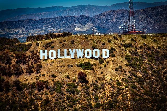 Hollywood, terra das estrelas do cinema americano fica em Los Angeles.