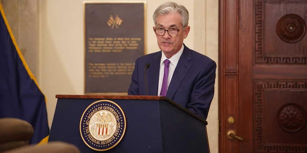 dólar e euro aguardam fala de jerome powell, presidente do FED