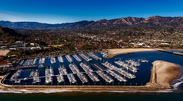 Santa Bárbara é uma badalada cidade litorânea da Califórnia.