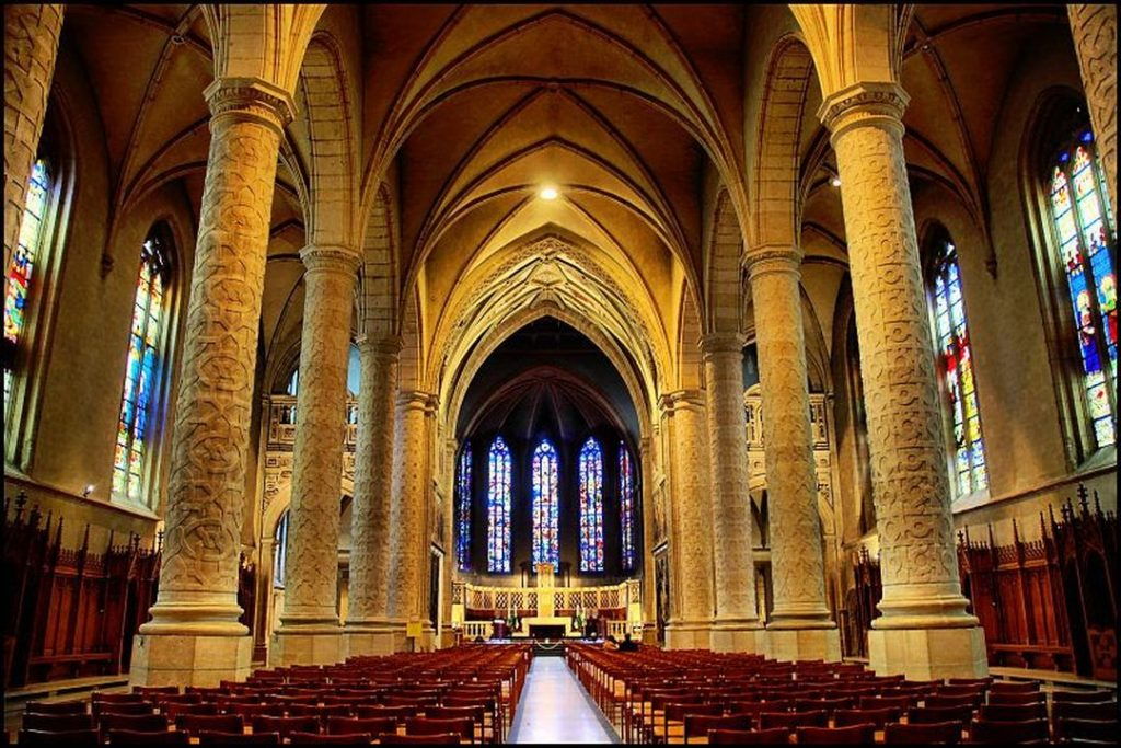A Catedral de Notre-Dame de Luxemburgo é um destino imperdível para quem visita o país.
