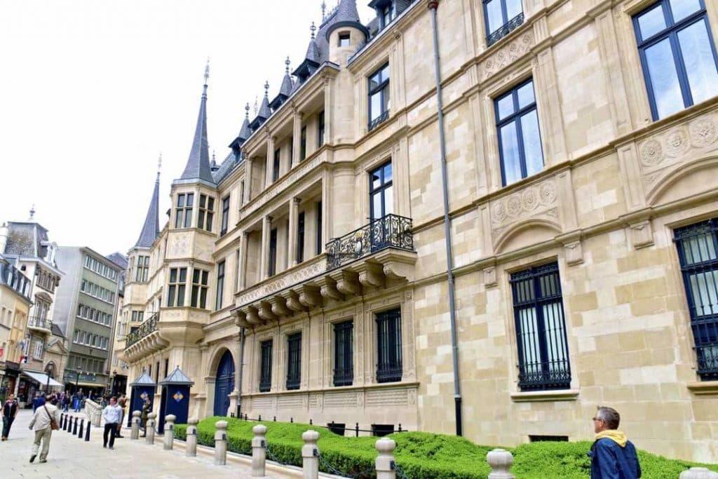 O Palácio Grão-Dural é residência oficial da família real. Se for viajar para Luxemburgo não deixe de conferir o local.