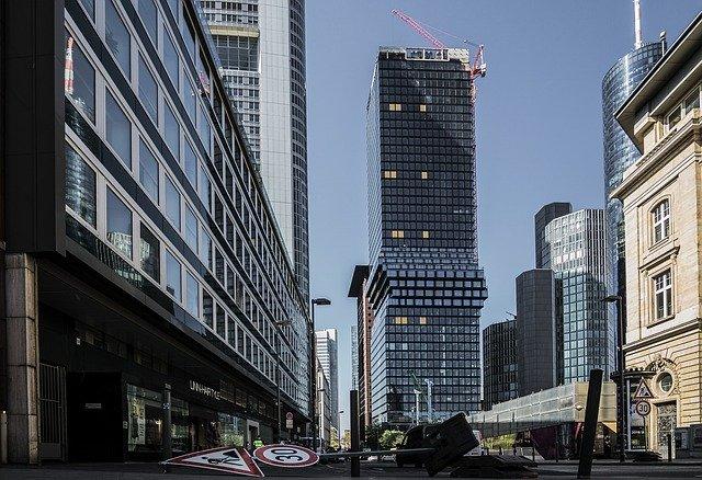 Frankfurt é uma das maiores cidades alemãs e a Bolsa de Valores de Frankturt é a maior do país.
