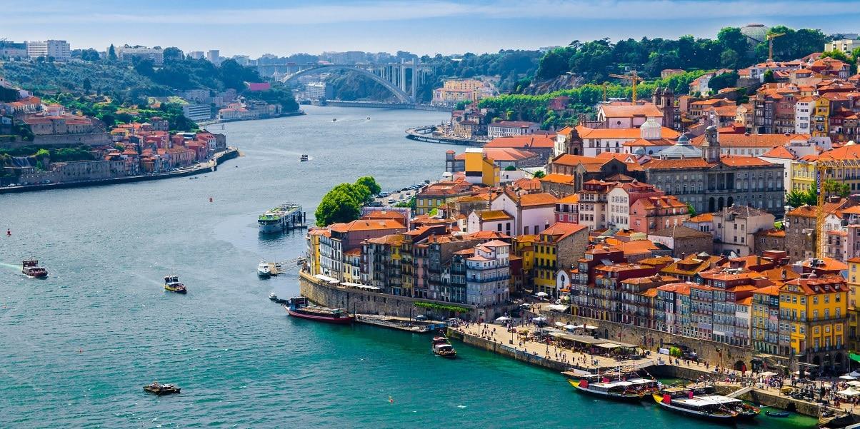 Entenda como enviar dinheiro para Portugal