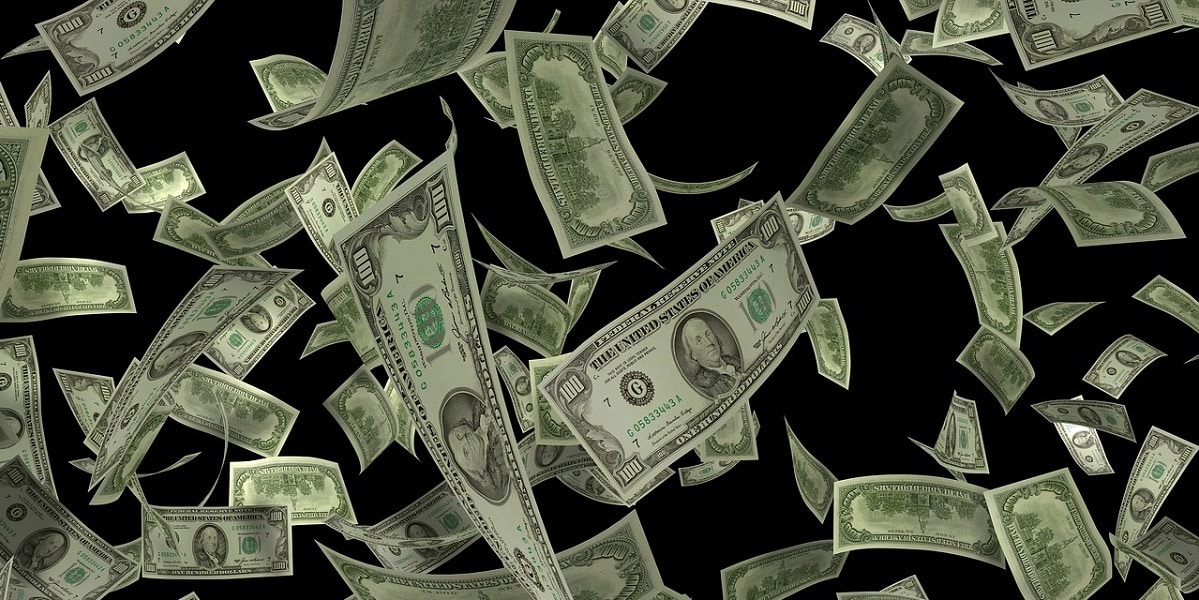 dólar influenciado pelo menor apetite a risco nos mercados internacionais